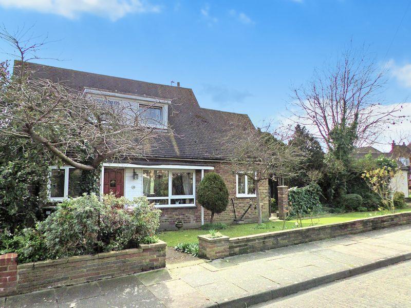 3 Bedrooms Detached Bungalow for sale in Heath Road, Bexley