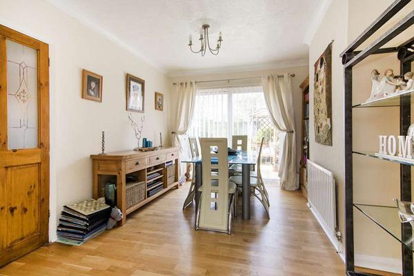 3 Bedrooms Terraced House for sale in Rainham, Gillingham ME8