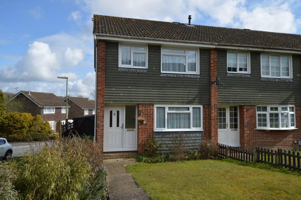 3 Bedrooms Semi Detached House for rent in James Copse Road, Waterlooville, PO8