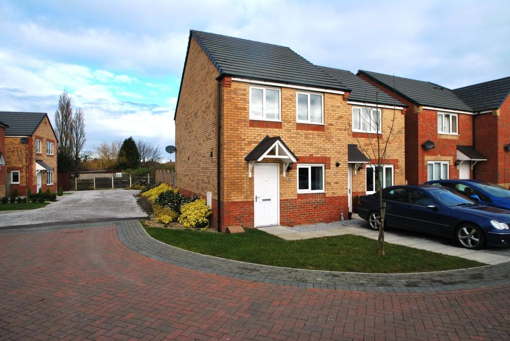 3 Bedrooms Semi Detached House for rent in Stone Croft, Barnsley