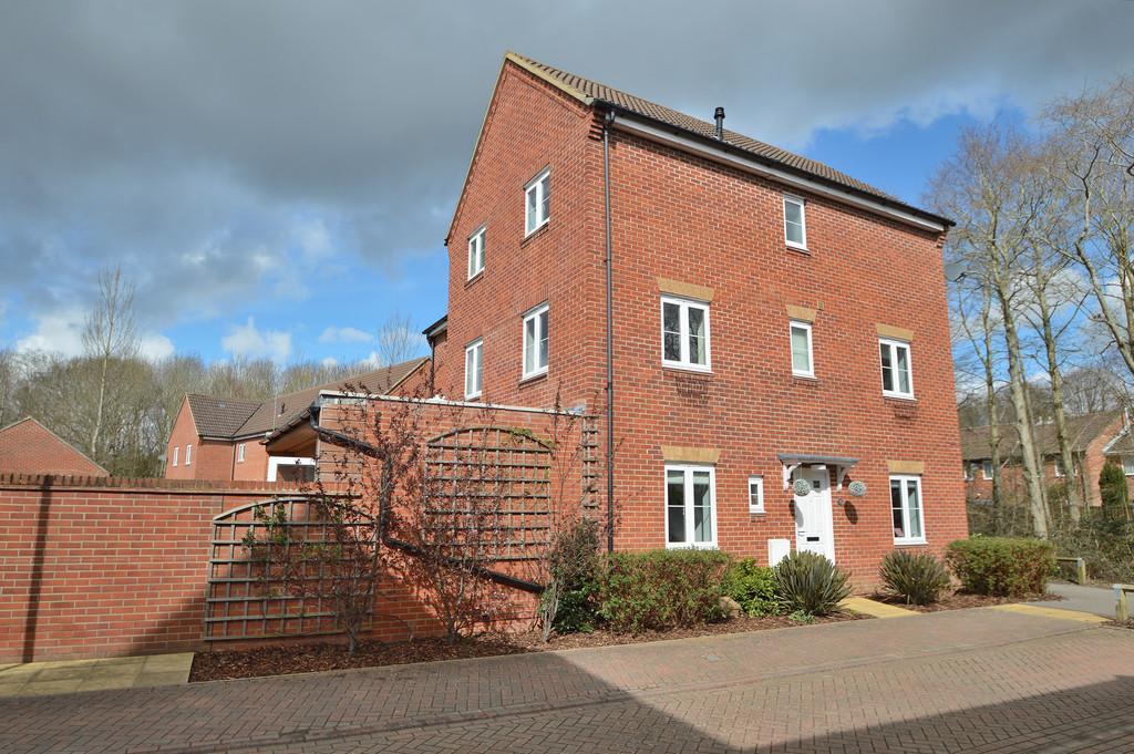 4 Bedrooms Town House for sale in Boyatt Wood