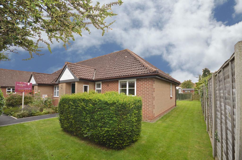 2 Bedrooms Semi Detached Bungalow for sale in Rowan Gardens, Hethersett