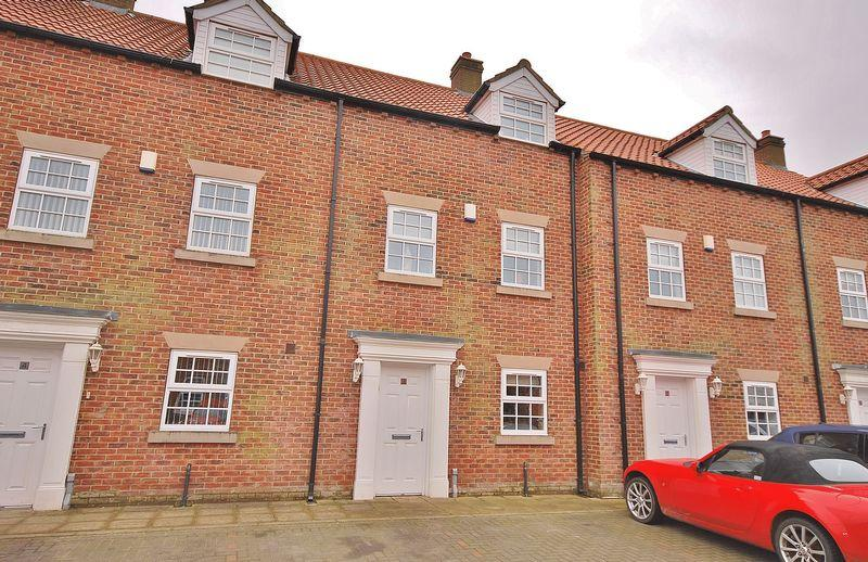 3 Bedrooms Town House for sale in Flemingate Court, Beverley
