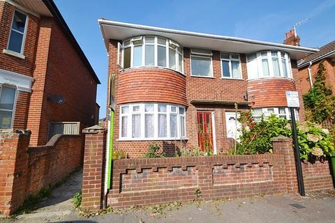 3 bedroom flat to rent - Highfield