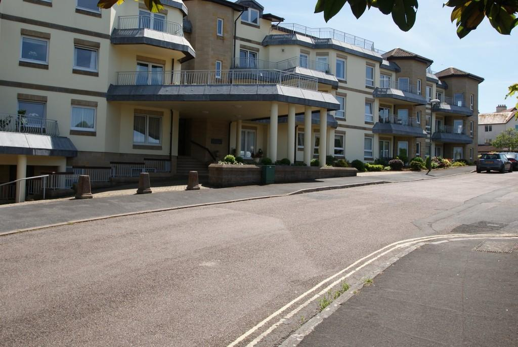2 Bedrooms Apartment Flat for sale in Cliff Road | Livermead | Torquay