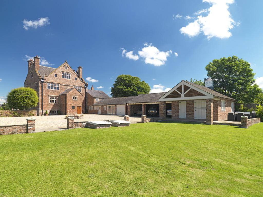 5 Bedrooms Detached House for sale in Burton Hall, Tarporley, CW6 0ER