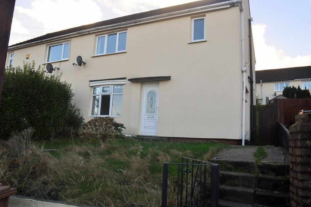 3 Bedrooms Semi Detached House for rent in Brynamlwg, Cefn Hengoed