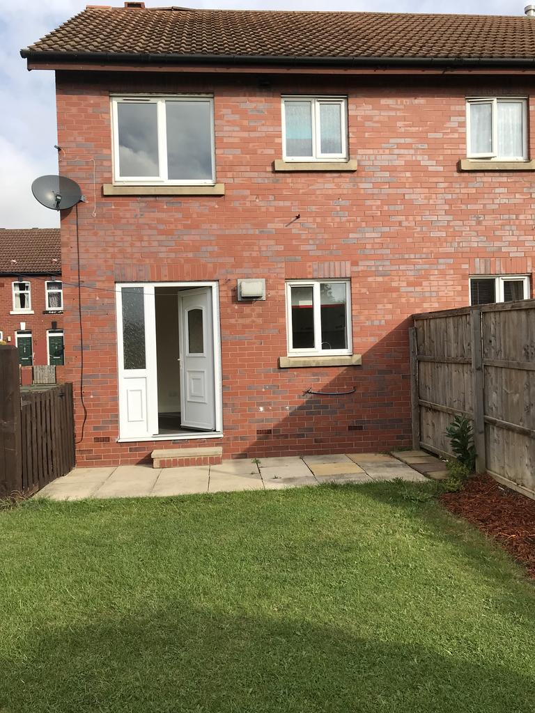 2 double bed semi detached to rent in South Kirkby, Pontefract