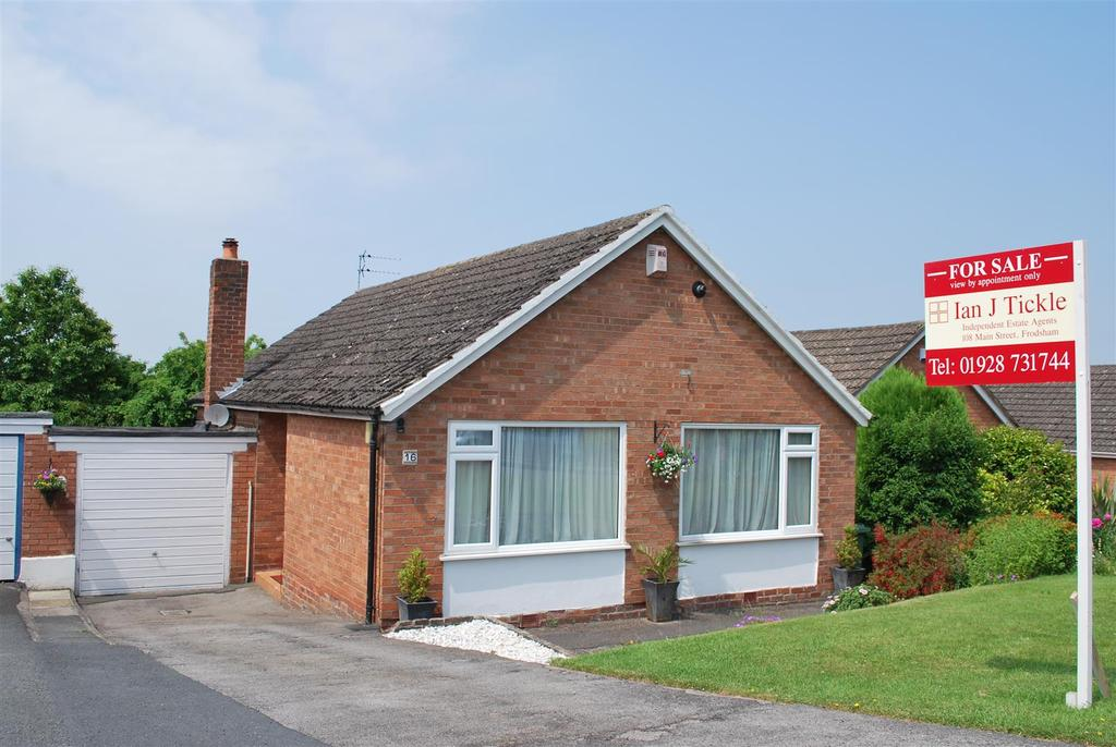 2 Bedrooms Detached Bungalow for sale in Keswick Drive, Frodsham