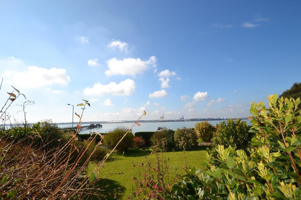 5 Bedrooms Detached Bungalow for sale in Bristol Hill, Shotley Gate, Suffolk