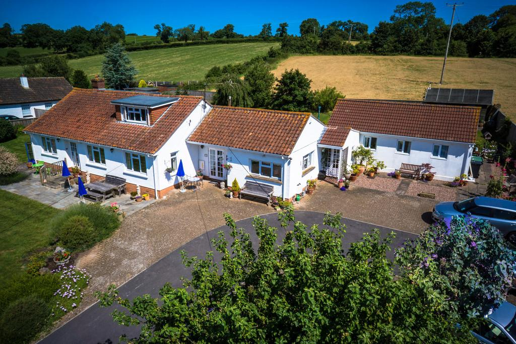 6 Bedrooms Detached Bungalow for sale in Taunton Road, Pedwell