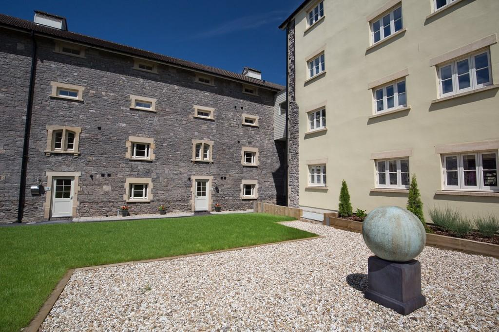 3 Bedrooms Ground Maisonette Flat for sale in Worton Grange, Old Brewery Place, Oakhill, Nr Bath
