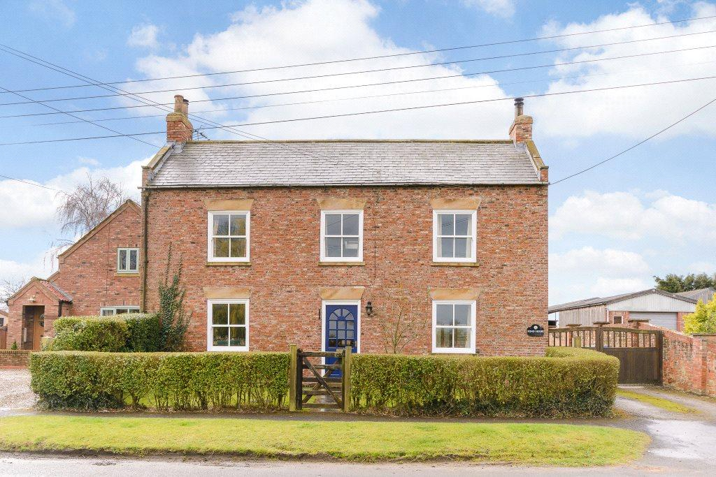 4 Bedrooms Detached House for sale in Pond House, Main Street, Ellerton, York, YO42