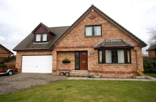 3 Bedrooms Detached House for sale in 33 School Road, Symington, Biggar, ML12 6LT