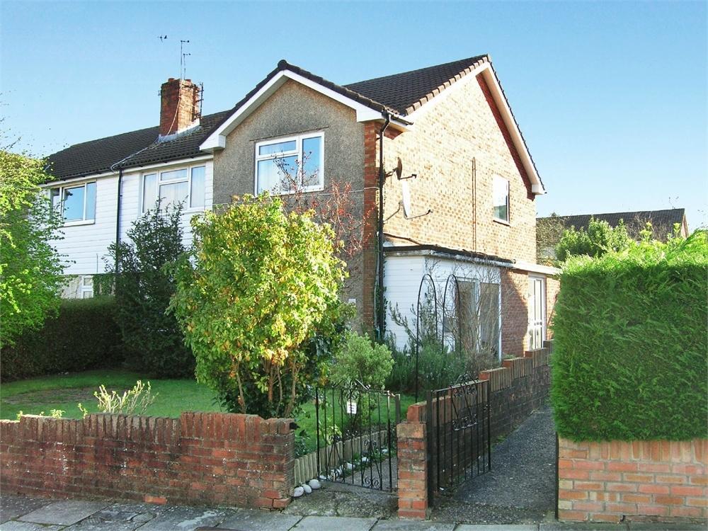 2 Bedrooms Maisonette Flat for sale in Ogwen Drive, Lakeside, Cardiff