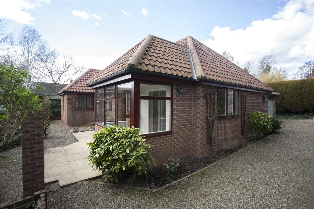 3 Bedrooms Detached Bungalow for sale in Rustland Drive, Darlington, County Durham, DL3