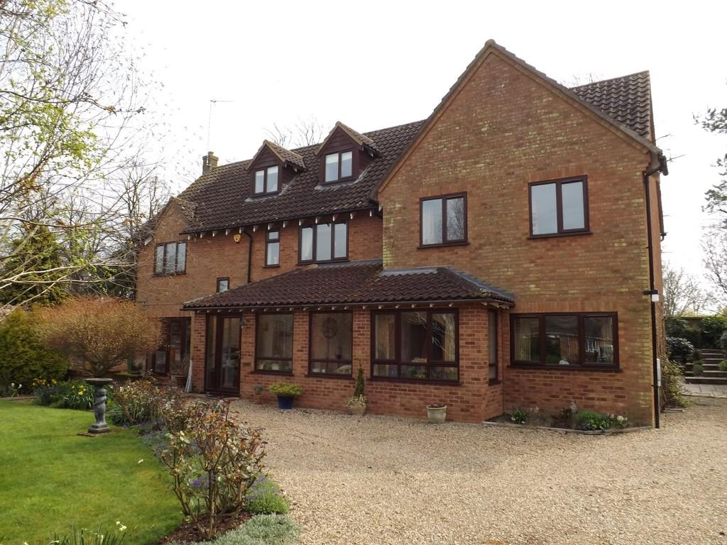 6 Bedrooms Detached House for sale in Waterside Gardens, March