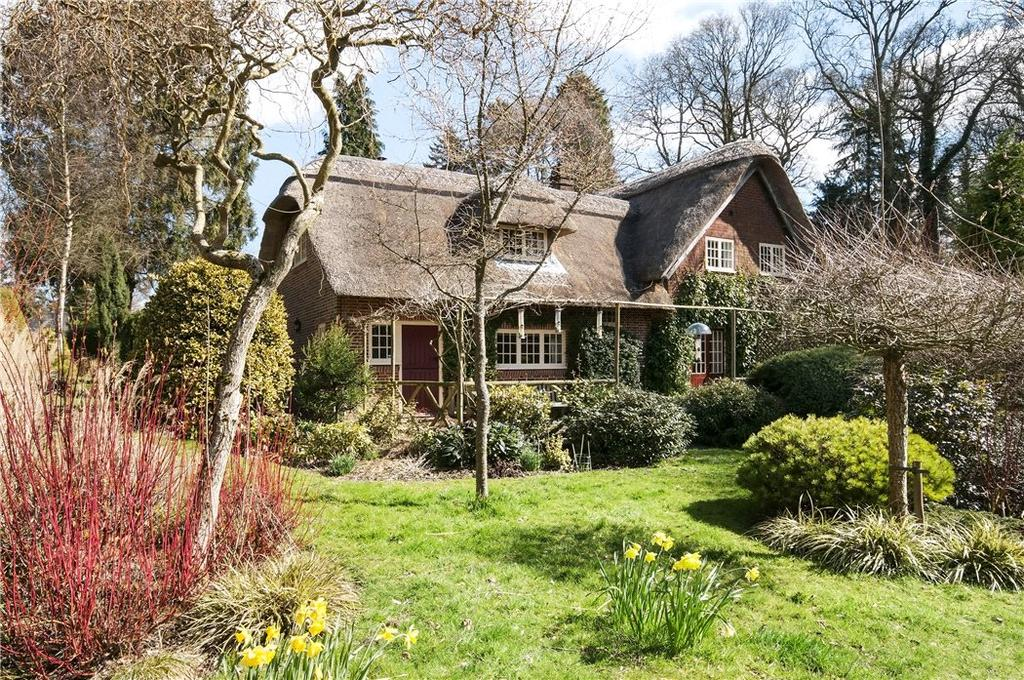 4 Bedrooms Detached House for sale in Hawthorn Lane, Four Marks, Alton, Hampshire, GU34