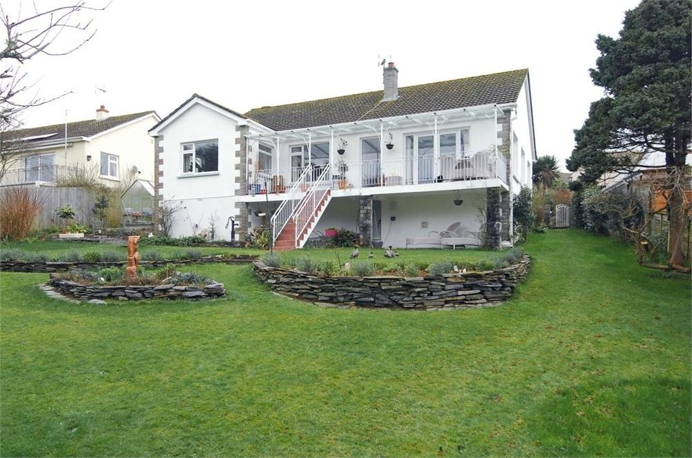 3 Bedrooms Detached Bungalow for sale in 27 Tower Park, FOWEY, Cornwall