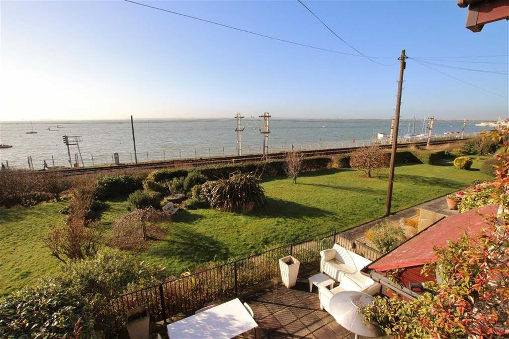 4 Bedrooms Semi Detached House for sale in Undercliff Gardens, Leigh-On-Sea, Essex