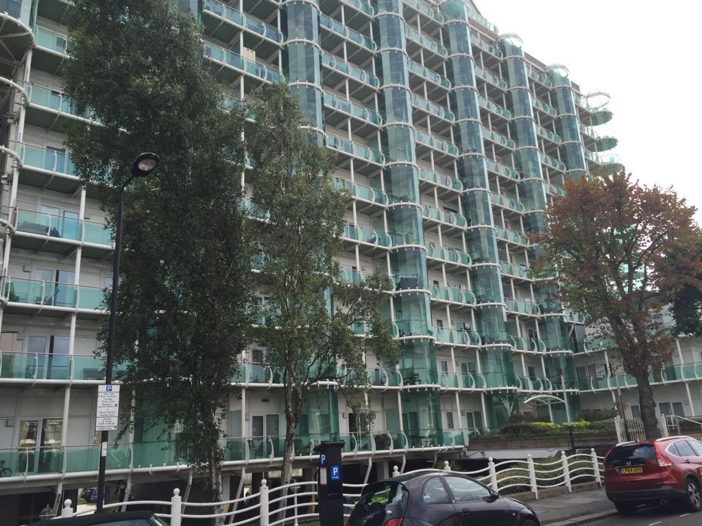 2 Bedrooms Apartment Flat for sale in Tower Point, Sydney Road, Enfield Town, EN2