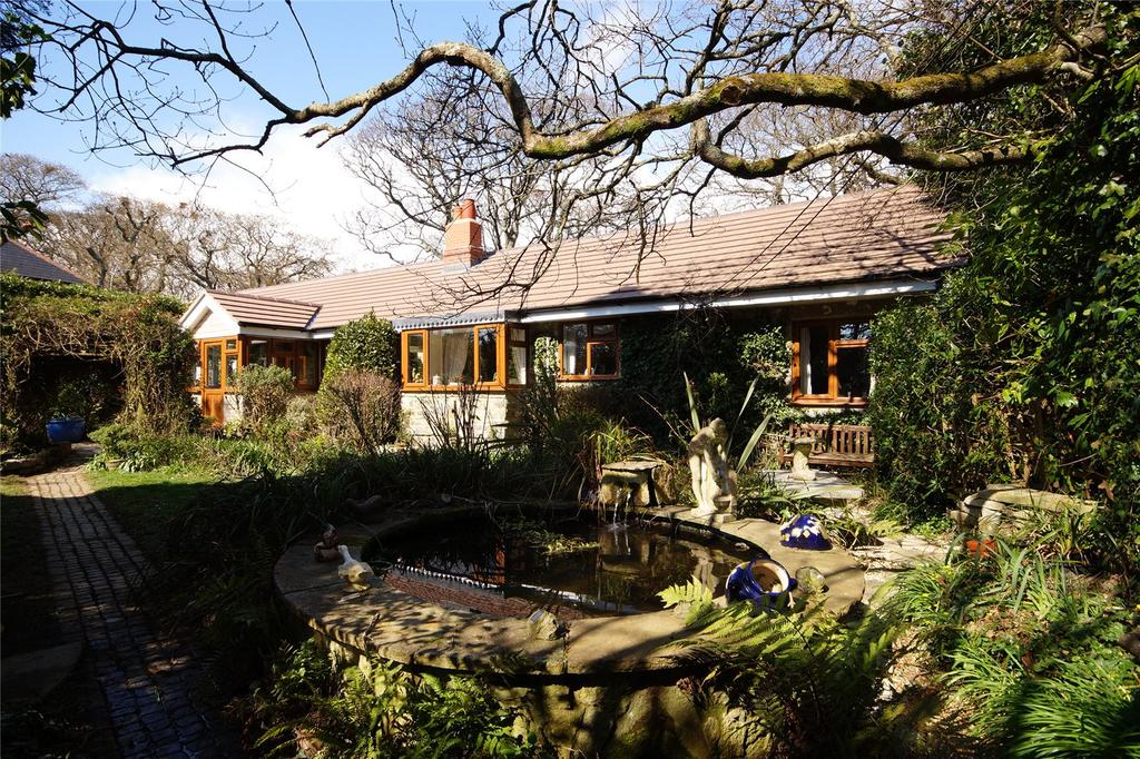 4 Bedrooms Bungalow for sale in Valley Road, Harmans Cross, Swanage, Dorset, BH19