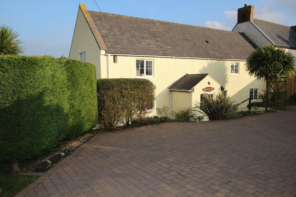 3 Bedrooms House for sale in Sunny seaside cottage of your own