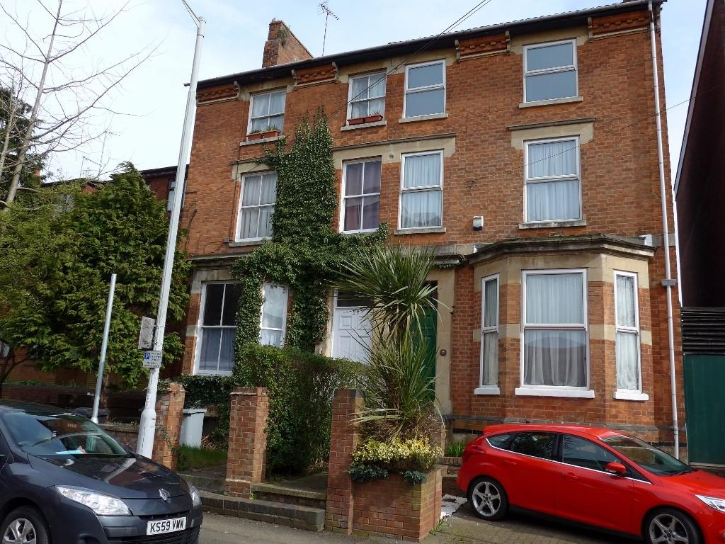 5 Bedrooms Semi Detached House for sale in Station Road, Kettering