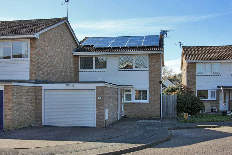 4 Bedrooms Semi Detached House for sale in Coney Croft, Horsham, West Sussex