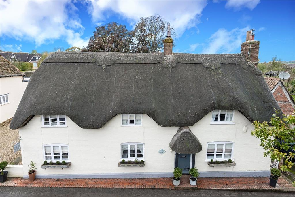 4 Bedrooms Detached House for sale in Higher Street, Okeford Fitzpaine, Blandford, Dorset