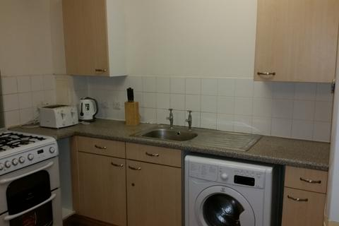 1 bedroom flat share to rent - CHIGWELL ROAD IG8