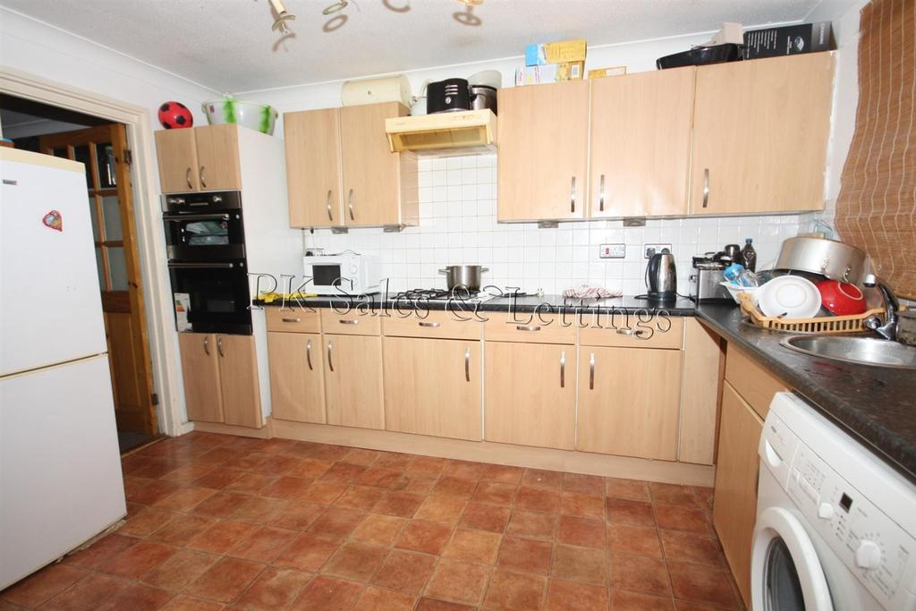 Linnet Close London 6 Bed House