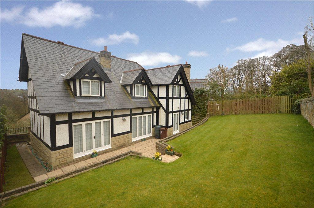 4 Bedrooms Detached House for sale in Silson Lane, Baildon, Shipley, West Yorkshire