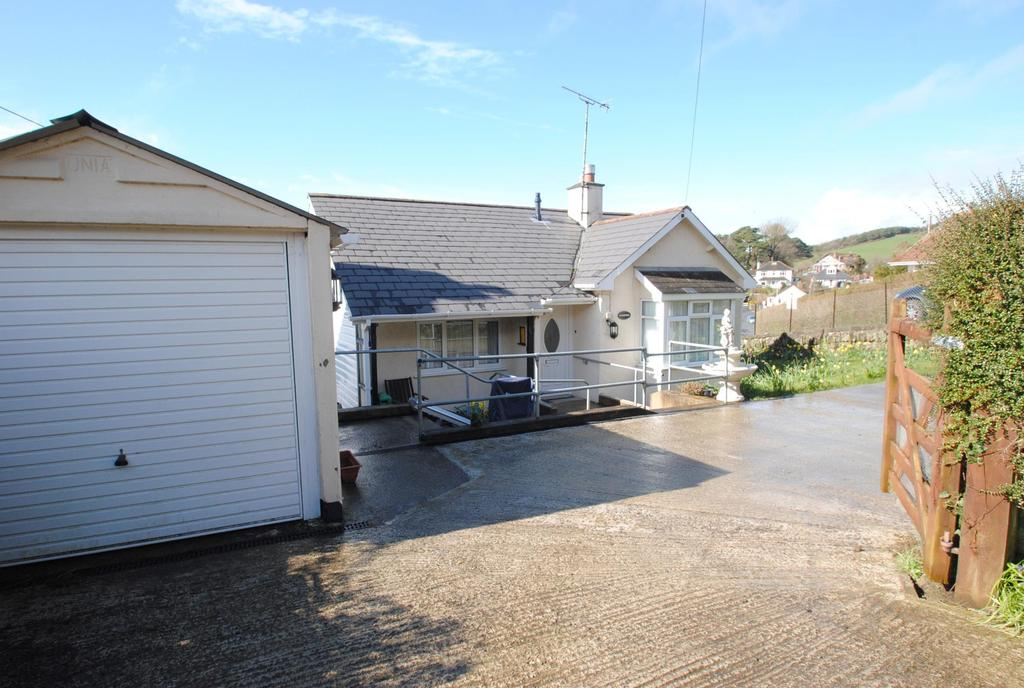 2 Bedrooms Detached Bungalow for sale in Winsham Road, Knowle
