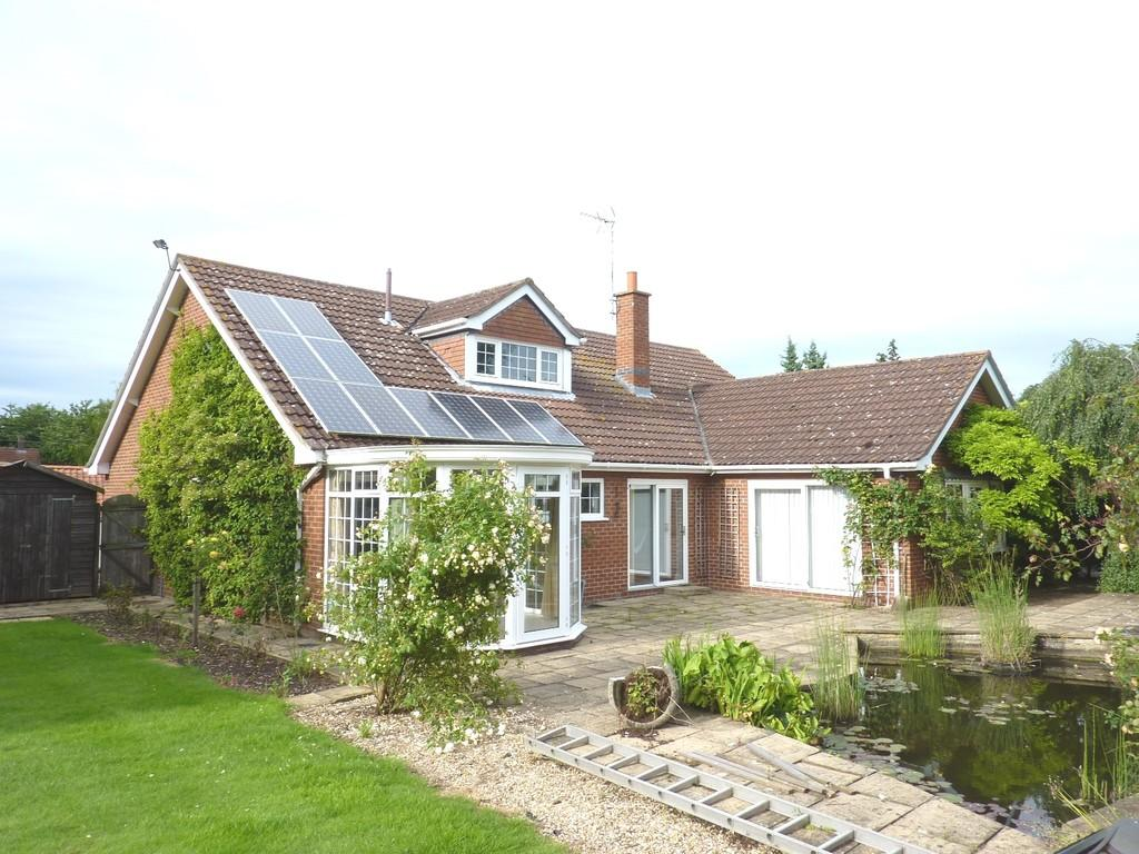 3 Bedrooms Detached Bungalow for sale in Station Street, Rippingale