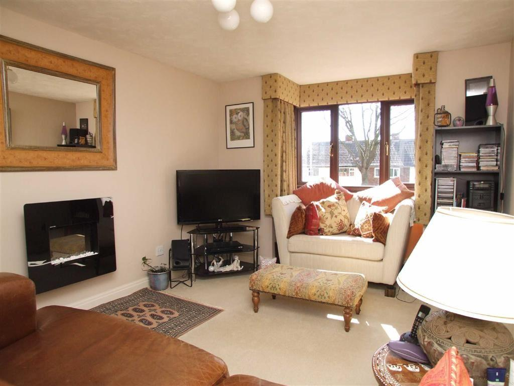 2 Bedrooms Flat for sale in Station Court, Station Road, Hessle, East Yorkshire, HU13