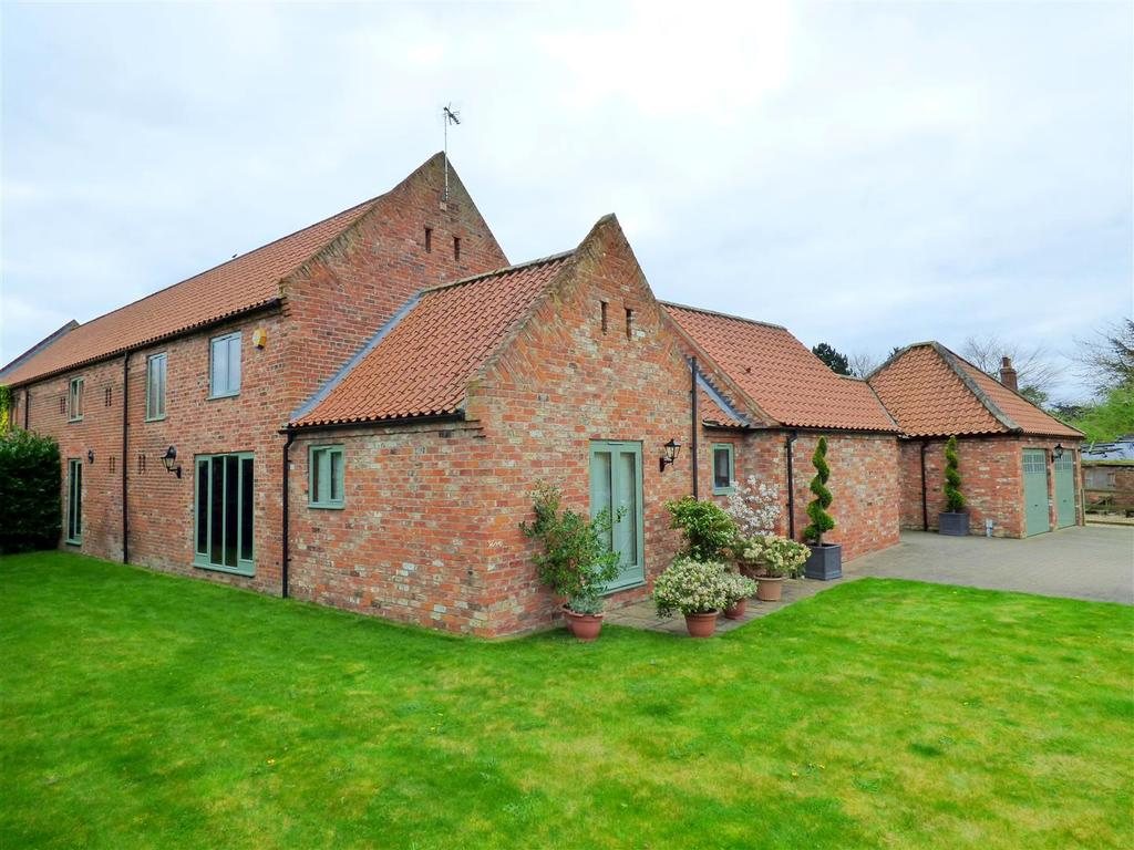 5 Bedrooms Semi Detached House for sale in The Old Dairy, Carr Lane, Weel, Beverley, East Yorkshire, HU17 0SQ