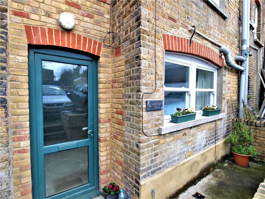 Studio Flat for sale in Queensgate Mews, Beckenham