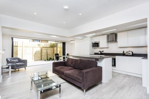 2 bedroom flat to rent - Broxash Road, Between the Commons, London, SW11