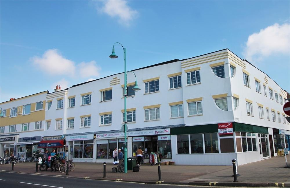 3 Bedrooms Flat for sale in Pier Street, Lee-on-the-Solent, Hampshire