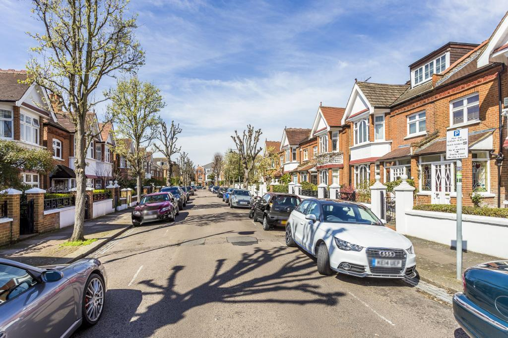 4 Bedrooms Semi Detached House for sale in Landford Road, London, SW15