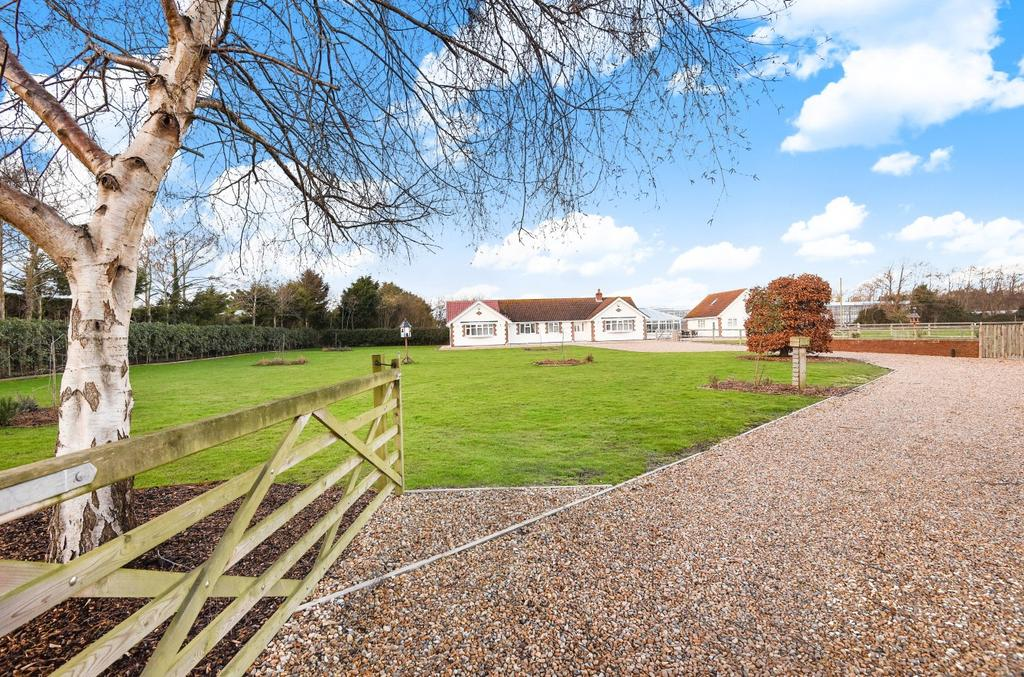 6 Bedrooms Detached Bungalow for sale in Batchmere Road, Almodington, PO20