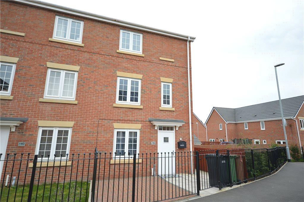 4 Bedrooms Semi Detached House for sale in New Forest Way, Leeds, West Yorkshire