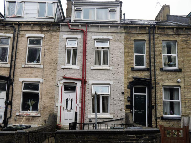 2 Bedrooms Terraced House for sale in Home View Terrace, Bradford, BD8 8QU