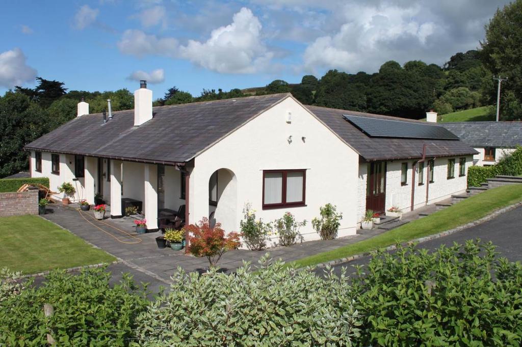 3 Bedrooms Detached Bungalow for sale in Ffordd Meusydd, Llansanffraid Glan Conwy, LL28 5SL