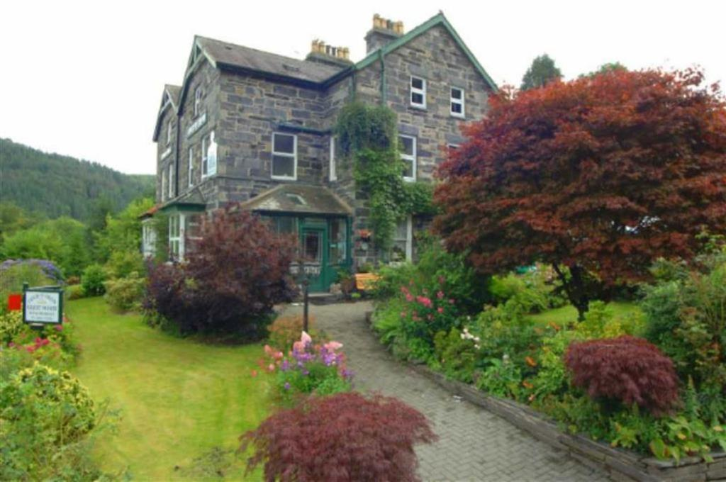 7 Bedrooms Semi Detached House for sale in Vicarage Road, Betws-Y-Coed, Conwy
