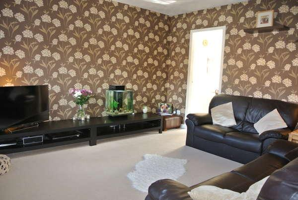 2 Bedrooms Terraced House for sale in 3 Southend Grove, Strathaven, ML10 6QS