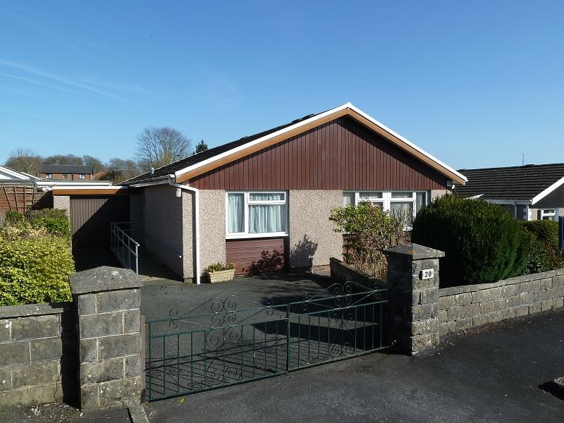 3 Bedrooms Bungalow for sale in Parc Pendre Brecon, Powys.
