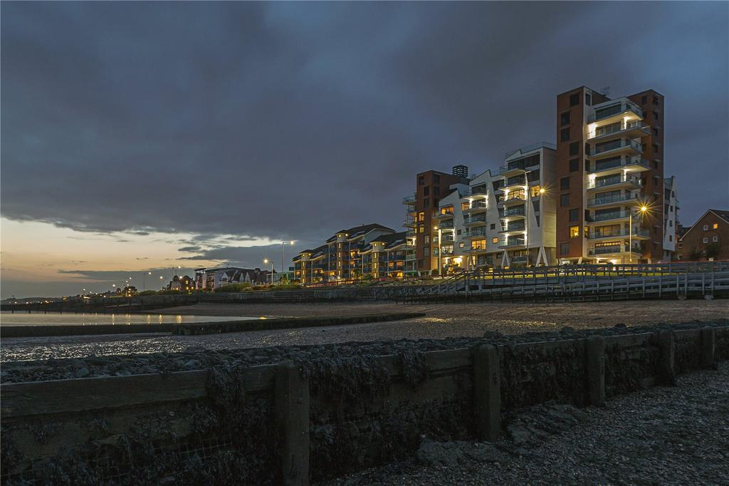 2 Bedrooms Flat for sale in E9 The Shore, 22-23 The Leas, Westcliff On Sea, Essex, SS0