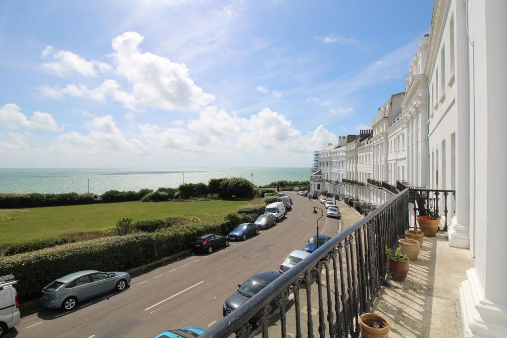 2 Bedrooms Apartment Flat for sale in Lewes Crescent, Brighton
